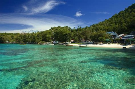 Rubiah Island in Sabang, a paradise for divers   Horn Necklace