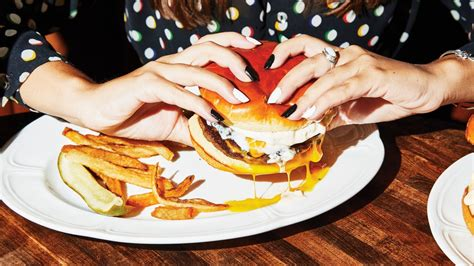 A Famous Chicago Burger Comes to New York | The New Yorker
